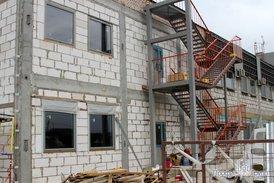 Монтаж вентилируемого фасада на офисном здании комплекса