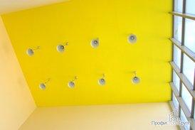 Новые потолок и светильники в холле
