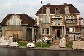 Жилой трехэтажный дом
