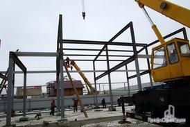 Монтаж металлоконструкций офисно-складского комплекса.
